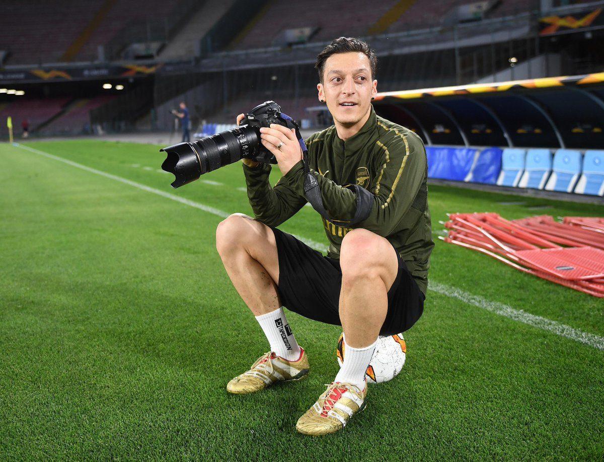 Mezut Ozil Ingin Bertahan Di Arsenal
