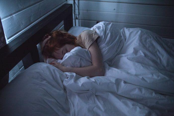 Inilah Keuntungan Dari Tidur Dengan Keadaan Gelap Yang Harus Kamu Tahu!
