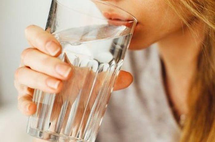 Cukup Minum Air Putih Dan Rasakan Mamfaatnya